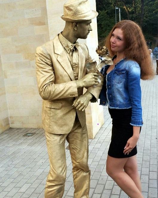 Живая скульптура Золотой юноша