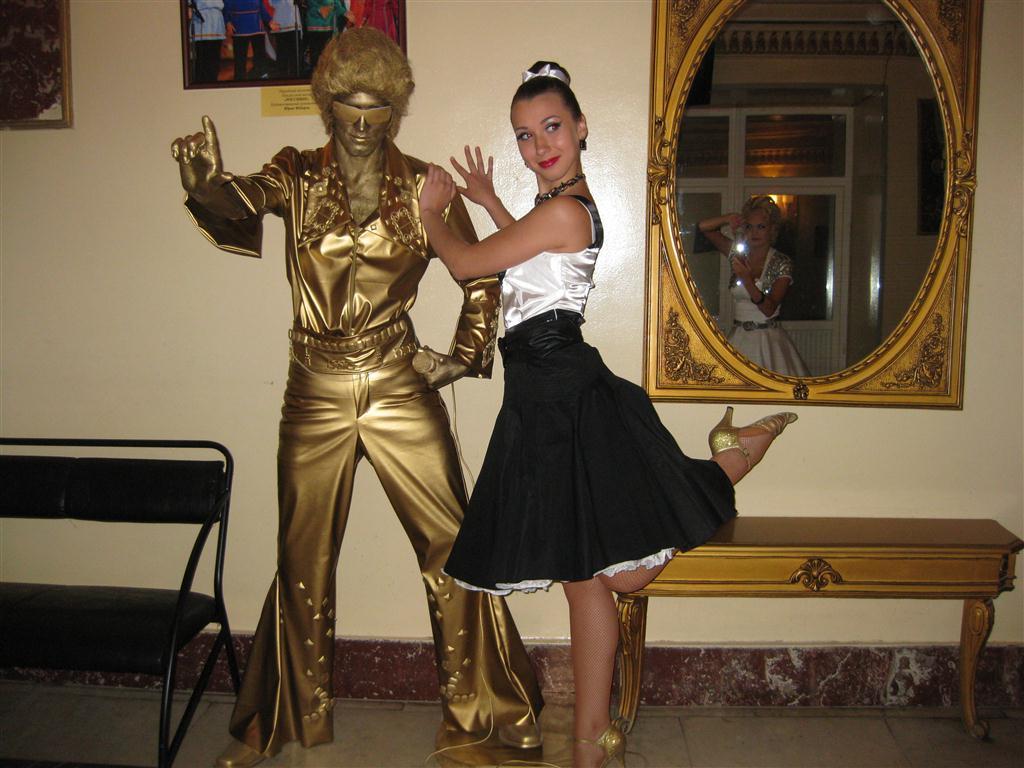 Живая статуя Элвис Пресли