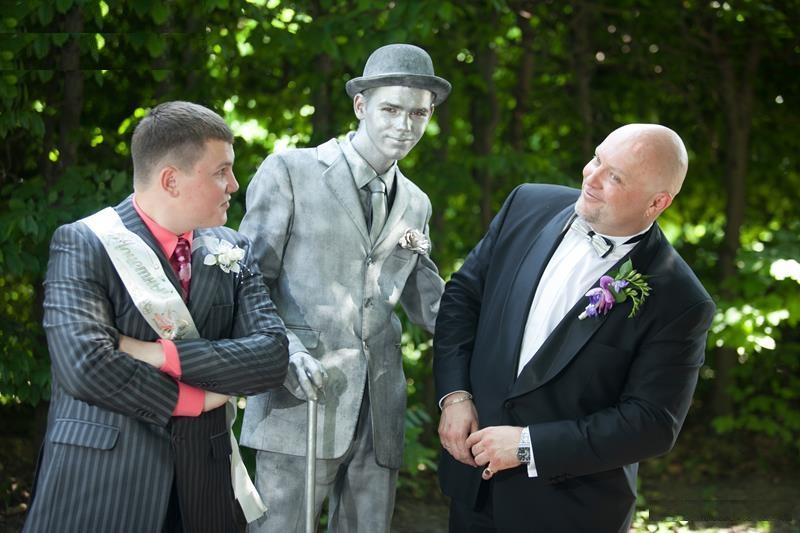 Живая статуя парень с тростью