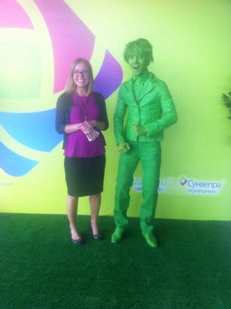 Живая статуя зеленая