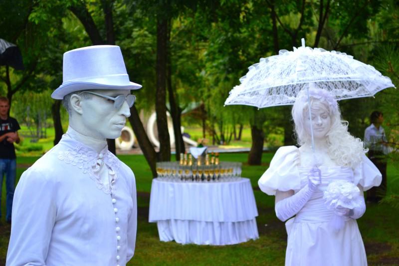 Живые-статуи-жених-и-невеста