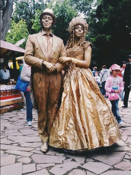 Живые статуи Пушкин и Гончарова