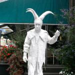 живая статуя Арлекин