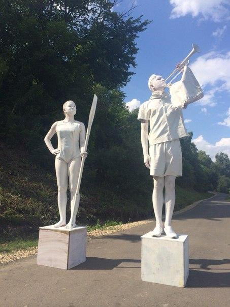 живая статуя дама с веслом и пионер