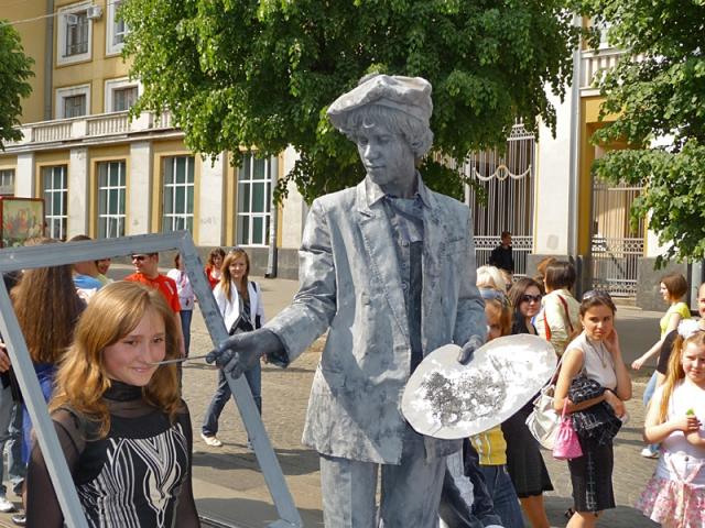 Живая статуя Художник в серебре