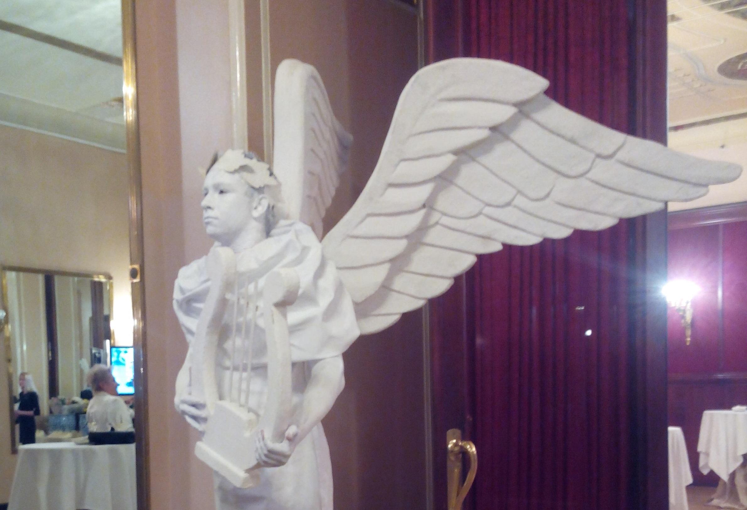 живая статуя с лирой