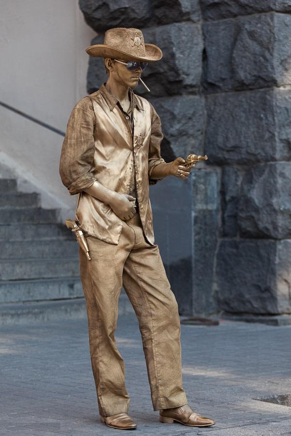 живая статуя шериф