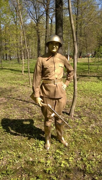 живая статуя военный