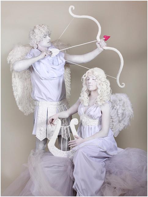 живая статуя юная пара