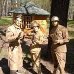 живые статуи военные 3