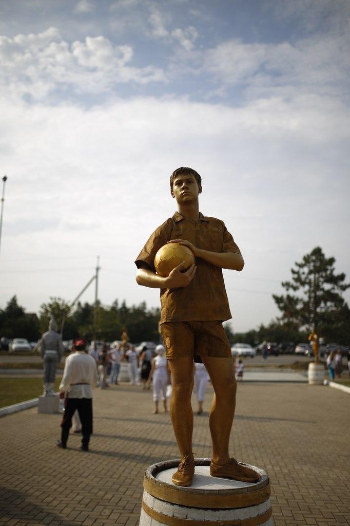 Живая статуя Футболист
